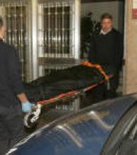Encontraron asesinado a un hombre en un hotel alojamiento y buscan a una mujer que ingresó con él