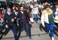 Carim Peche cerró su campaña en Sáenz Peña recorriendo diferentes barrios