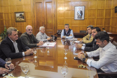 01- el Intendente Juan Carlos Polini se reunió y productores algodonero   mantuvieron una reunión con  el Secretario Luis Miguel Etchevehere.jpg