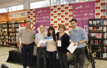 Escritora ganó un concurso de cuentos y donó una bici para la familia de Maira Benítez