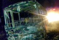 Voraz incendio de un colectivo: el chofer, único ocupante, logró salir a tiempo