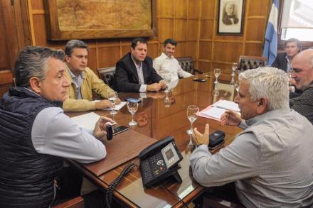 02- Ayer en buenos Aires, el Intendente Juan Carlos Polini se reunió y productores algodonero  mantuvieron una reunión con  el Secretario Luis Miguel Etchevehere.jpg