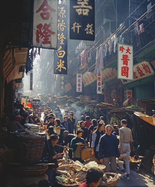 Fan-Ho-Market-Promenade開門七件事-Hong-Kong-1950s-and-60s-courtesy-of-Blue-Lotus-Gallery.jpg