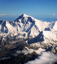 Con tecnología GPS, Nepal analizará si el Everest se encogió durante el terremoto de 2015