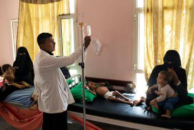 Amal recibió tratamiento para la desnutrición aguda el mes pasado en una clínica móvil en Aslam, Yemen..jpg