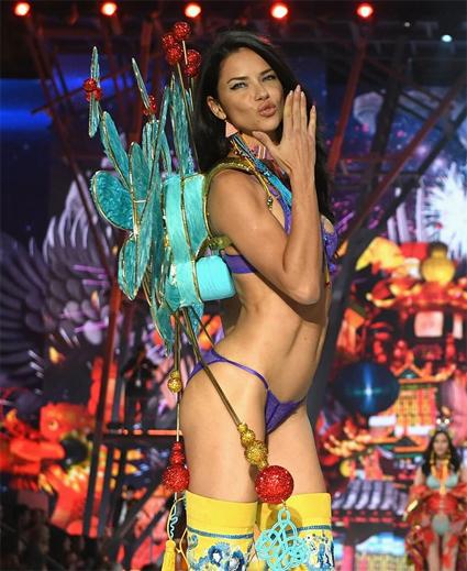 Adriana Lima la legendaria musa de Victoria Secret será otra vez parte del gran desfile01.jpg