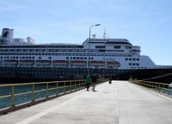 Dos argentinos encerrados en un crucero con cuatro muertos en el Canal de Panamá