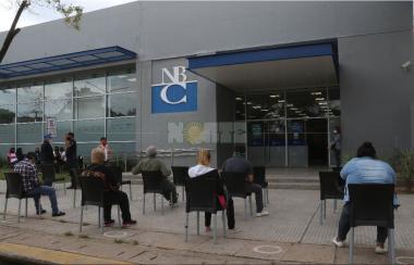 Banco del Chaco-colas.JPG