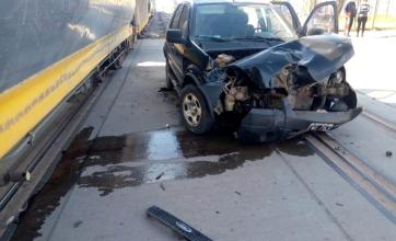 Otra vez el tren: una camioneta colisionó con un vagón en Charata