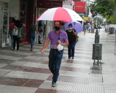 peatonal lluvia 2.JPG