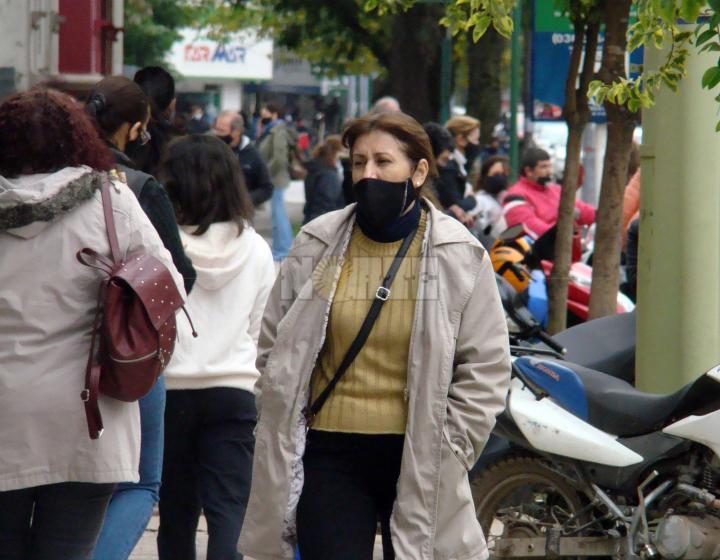 Salieron los abrigos: se anticipan bajas temperaturas hasta el sábado