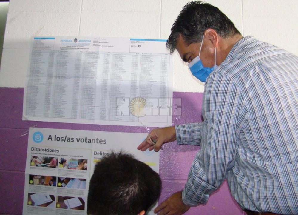 Capitanich votando.JPG