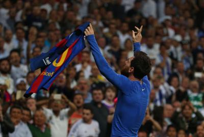 Messi llegó a 500 goles y el Barcelona venció al Real en Madrid