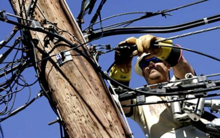 58trabajadores-cable.jpg