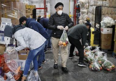 Un pastor argentino, héroe de los inmigrantes de Nueva York en la pandemia