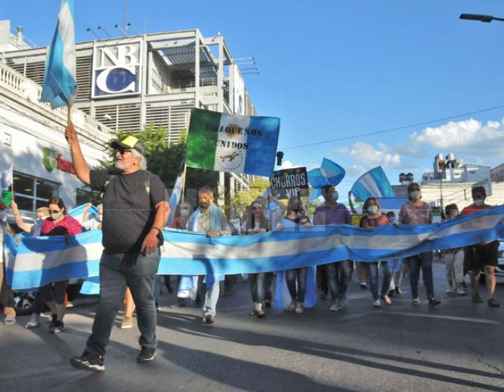 Resistencia marchó en repudio al escándalo por el vacunatorio VIP