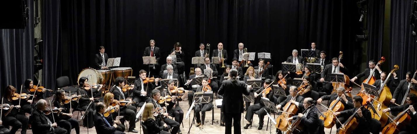 La Orquesta Sinfónica junto a solista de piano en el Guido Miranda