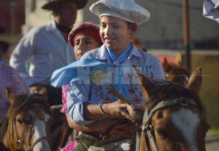 Cientos de jinetes recorrieron Resistencia para celebrar el Día de la Tradición