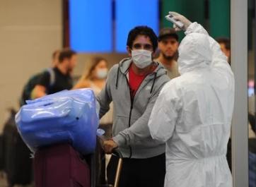"""Alerta por la pandemia  Coronavirus en la Argentina: el Gobierno calcula que quedan 15 mil varados en el exterior y analizará """"caso por caso"""" quiénes vuelven"""
