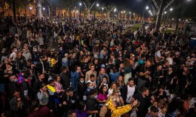 España levantó el estado de alarma y lo celebró con una fiesta sin distancia ni barbijo