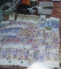 Se delató al usar tarjeta de crédito robada, le encontraron droga, dinero y terminó preso