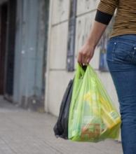 Ordenanza ratifica que comercios deben dar cuatro bolsas plásticas gratuitas por cada compra