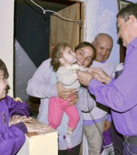 La familia de una niña electrodependiente recibió un equipo electrógeno