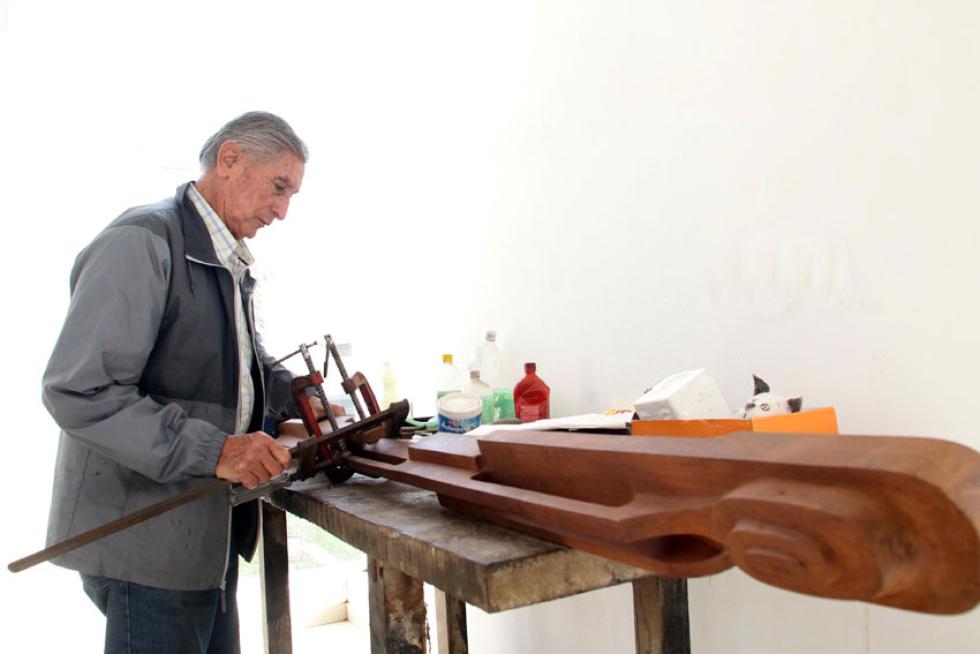 El Rotary Club Resistencia distingue al escultor Humberto Gomez Lollo con el premio Puente General Belgrano 2020.