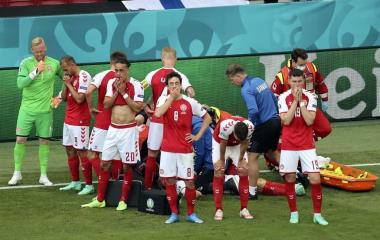 Un jugador de Dinamarca se descompensó en pleno juego contra Finlandia