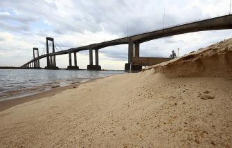 La bajante histórica del Paraná continúa impidiendo la navegación