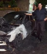 Le incendiaron el auto al 'Pity' Martínez frente a su departamento de Parque Chas