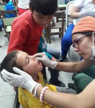 Convocan a niños y adolescentes a examen bucal