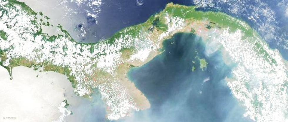 Imagen de satélite del Istmo de Panamá.jpg