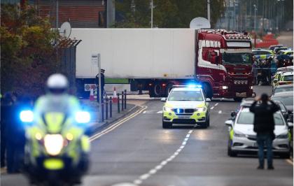 Resultado de imagen para Hallan a 39 presuntos indocumentados en un camión cerca de Londres