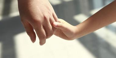 adopcion manos.jpg