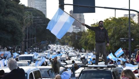 Banderazos de protesta en todo el país en defensa de la Constitución
