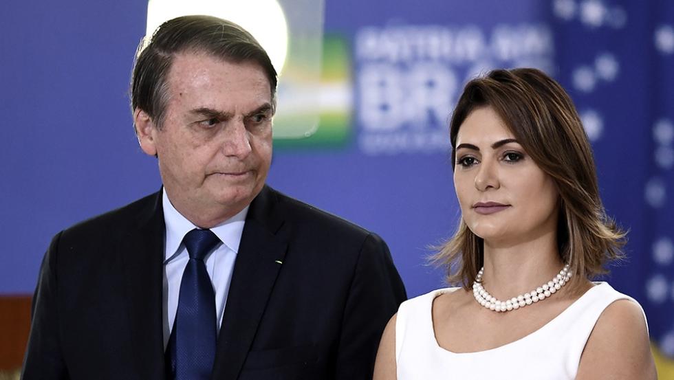 La esposa y un ministro de Bolsonaro dieron positivo para COVID-19
