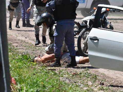 Asalto, tiroteo y persecución: dos atrapados y un prófugo
