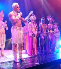 Mahatma, con Flavio Mendoza como figura, lidera la taquilla teatral en Carlos Paz