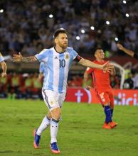 Argentina venció a Chile y trepó al tercer puesto de Eliminatorias