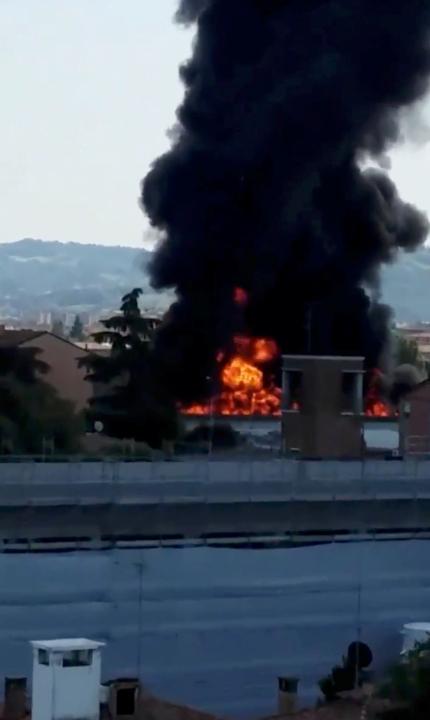 incendio Italia 2.JPG