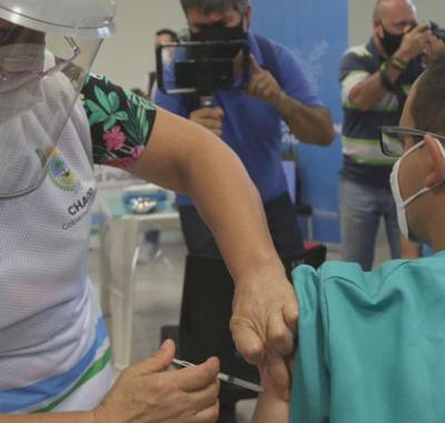 """La comunidad pide una investigación sobre  los """"favorecidos"""" con la vacuna Sputnik V"""
