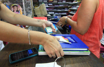 Útiles e indumentaria escolar: clientes acusan aumentos de hasta un 100%