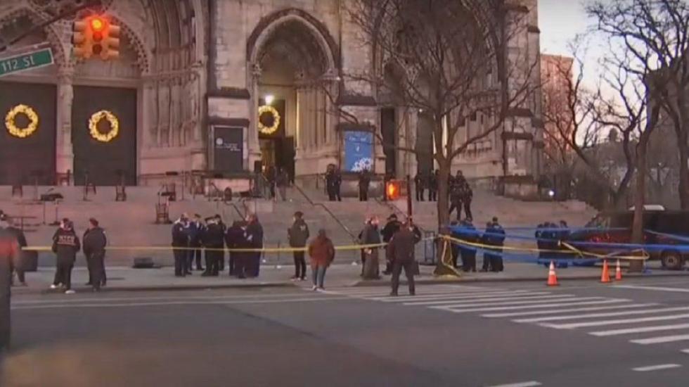Hombre armado muere por disparos de la policía tras concierto en Manhattan