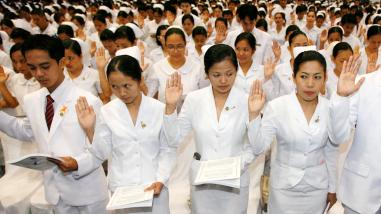 filipino nurses2.jpg
