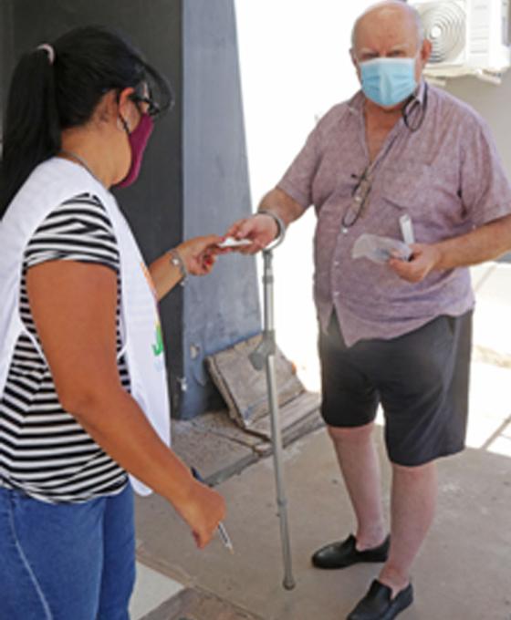 Emoción y esperanza entre los adultos mayores inmunizados