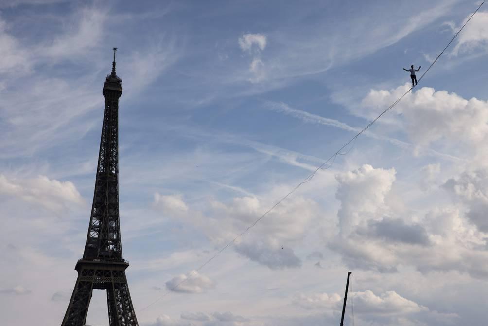 Francia-Paris eqilibrista 2.jpg