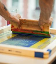 Inscriben para cursos gratuitos de talabartería y serigrafía