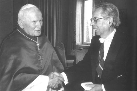 Presentación de cartas credenciales como primer embajador de Israel ante el Estado Vaticano.  (29 de septiembre de 1994)..jpg